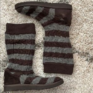 UGG KNIT BOOTS size 8